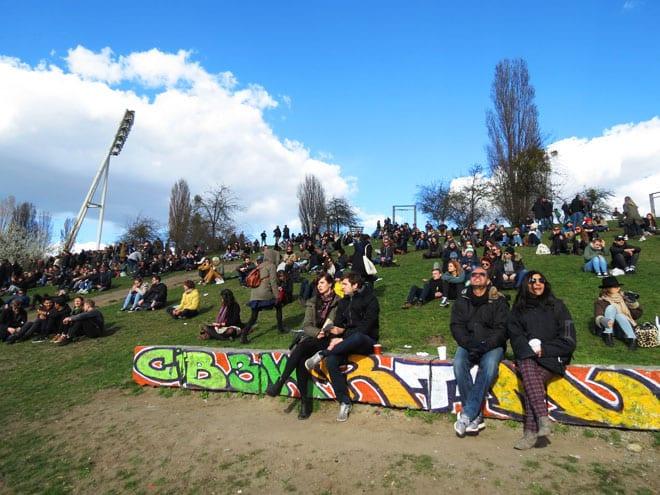Mauerpark no bairro de Prenzlauer em Berlim